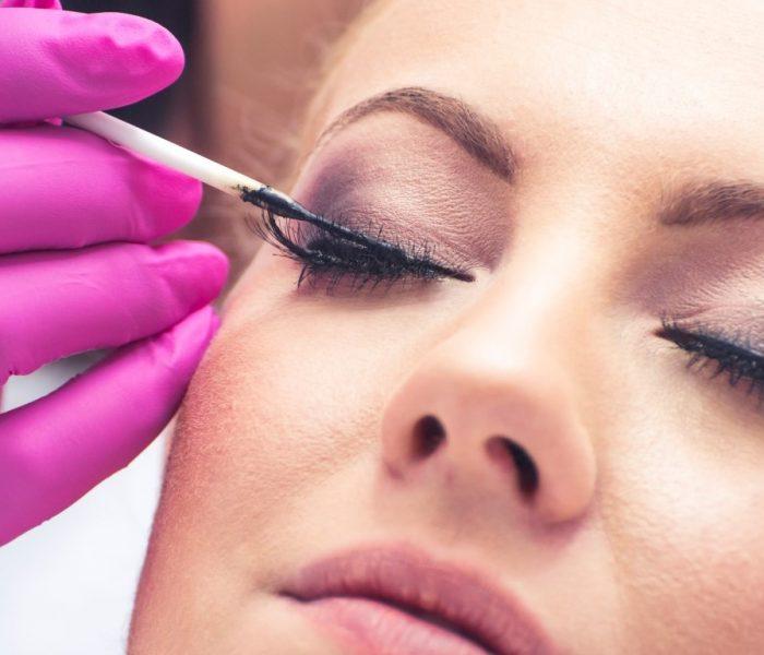 Geheimnis des perfekten Blicks: Wimpern färben?